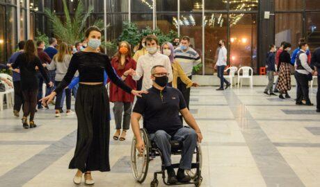 Инвалиды танцуют