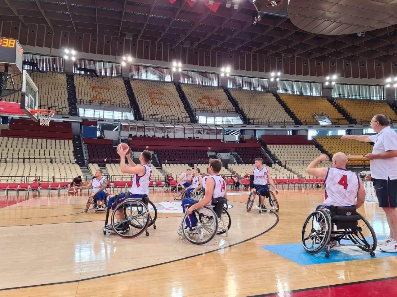 создана команда по баскетболу на колясках